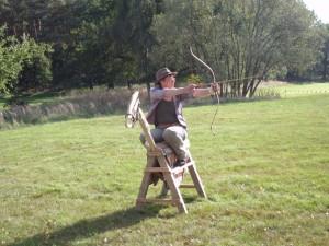 Bogenschießen vom Holzpferd